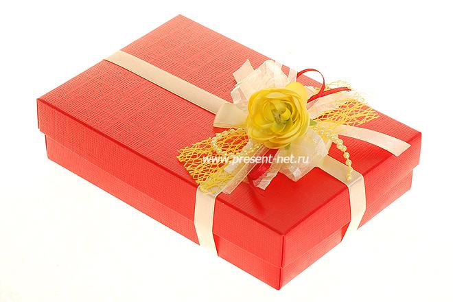 Открытки с подарком в упаковке